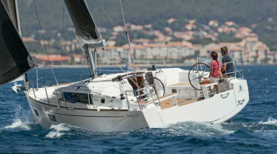 /Images/media_news/beneteau-oceanis-38-1-review-image1.jpg