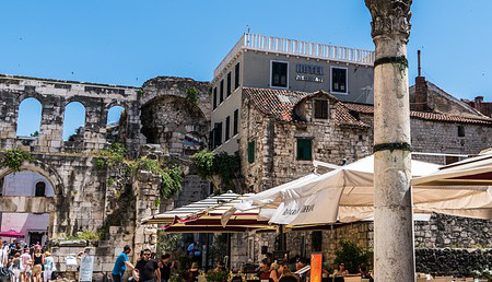 /Images/web_module_10_routes/route-croatia-split-old-town 450x258.jpg